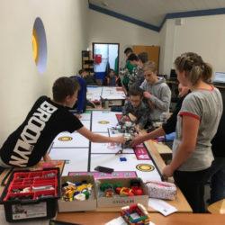 Schüler des Robotik-Zertifikatkurses und der Robotik-AG der Gesamtschule Marienheide bereiteten sich auf Wettbewerb vor
